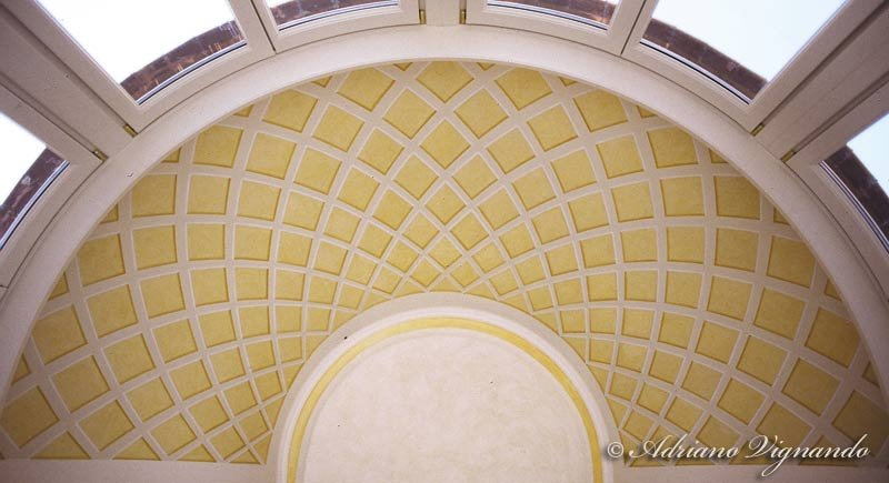 Decorazioni e recupero di decorazioni decorazione di un soffitto a